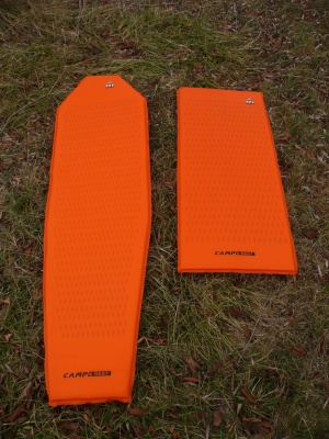 Tapis de sol autogonflant Light Mat Mummy (à gauche) et Light Mat 2/3 de Camp
