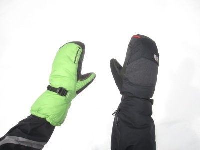 Les moufles Super Light Mitt (Black Diamond) et Himalayan Mitt (The North Face)