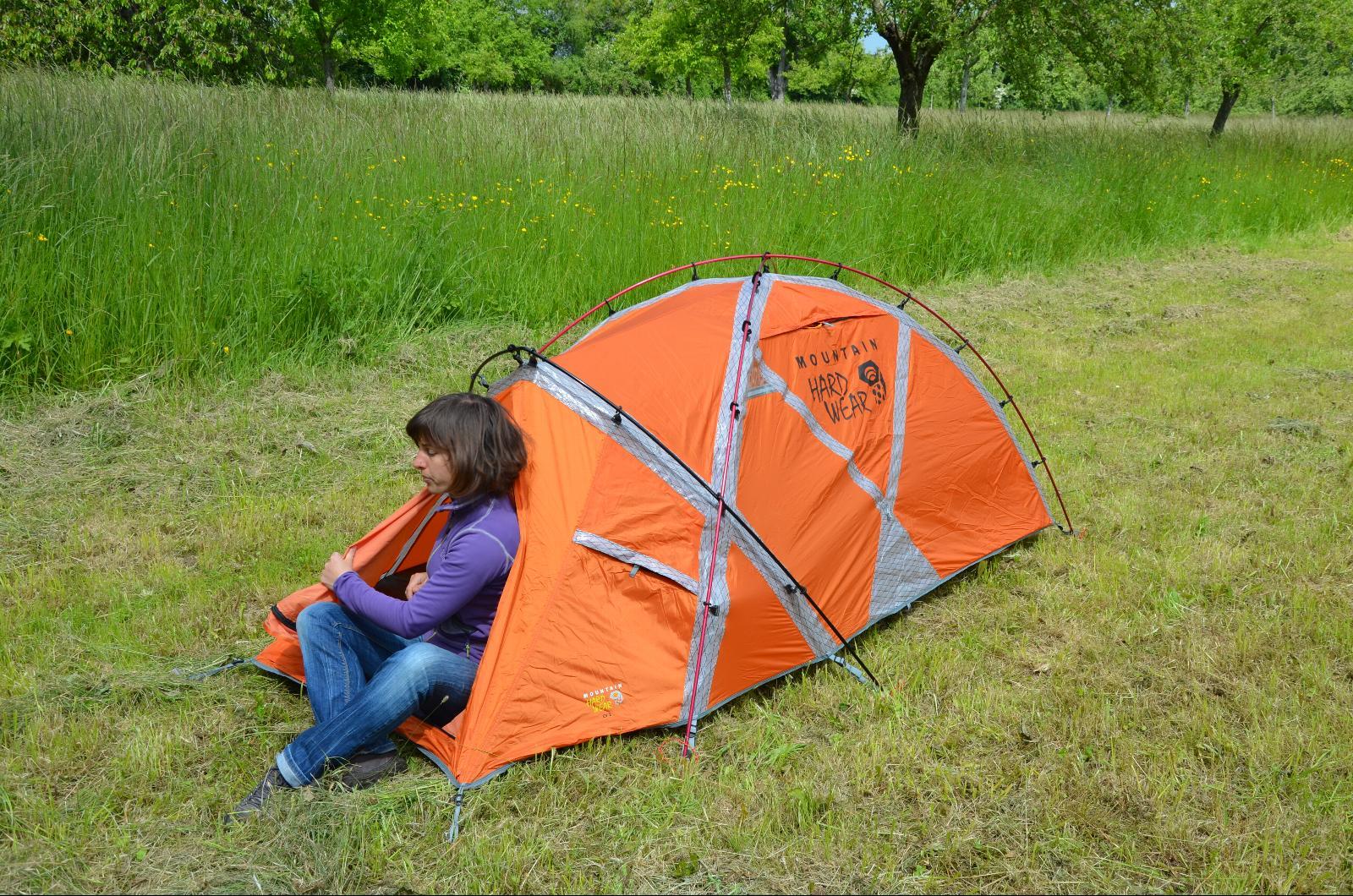 Tente profilée pour éviter les prises au vent. & Tente Mountain Hardwear EV2
