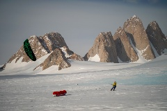 spectre-expedition-snowkite-et-escalade-en-antarctique
