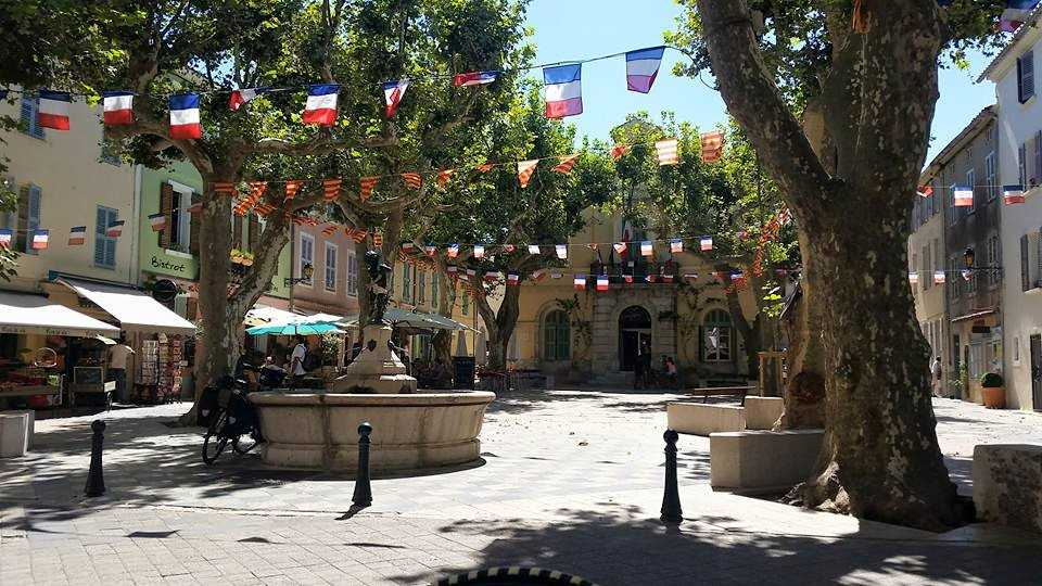 La place de Collobrières (fontaine)