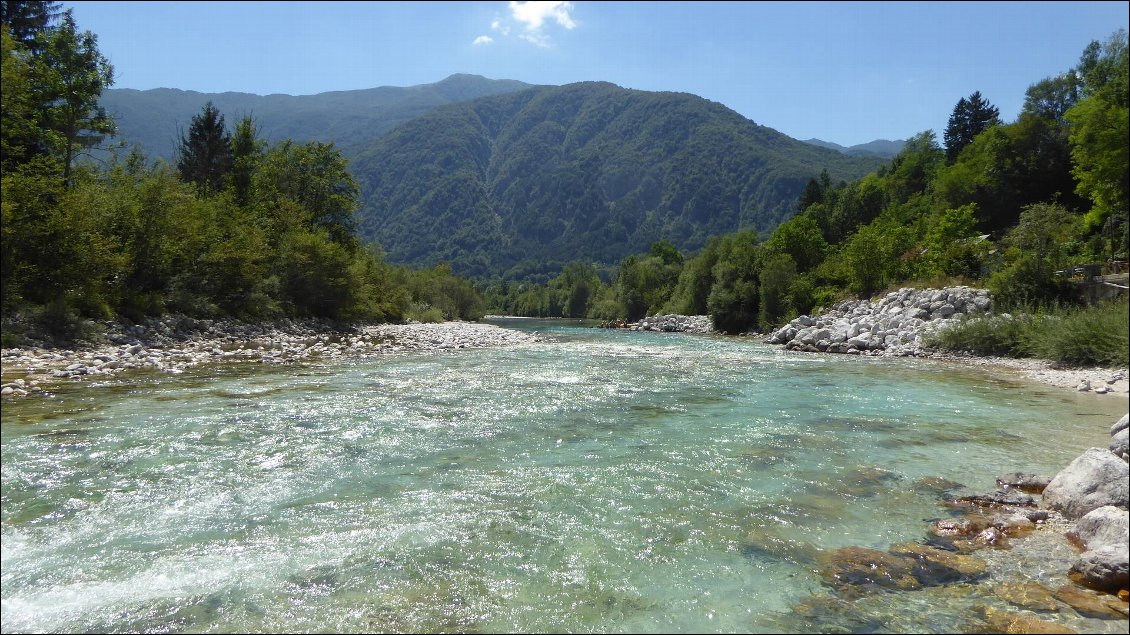 Soca river plus en aval