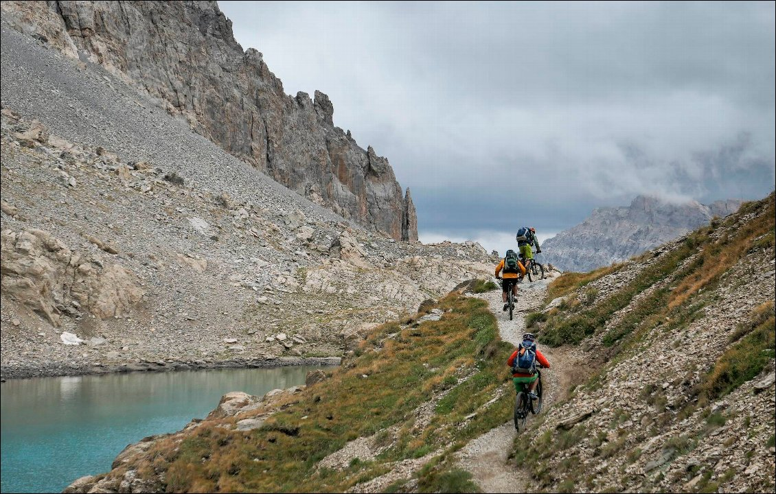 Descente : en bordure du lac Long.