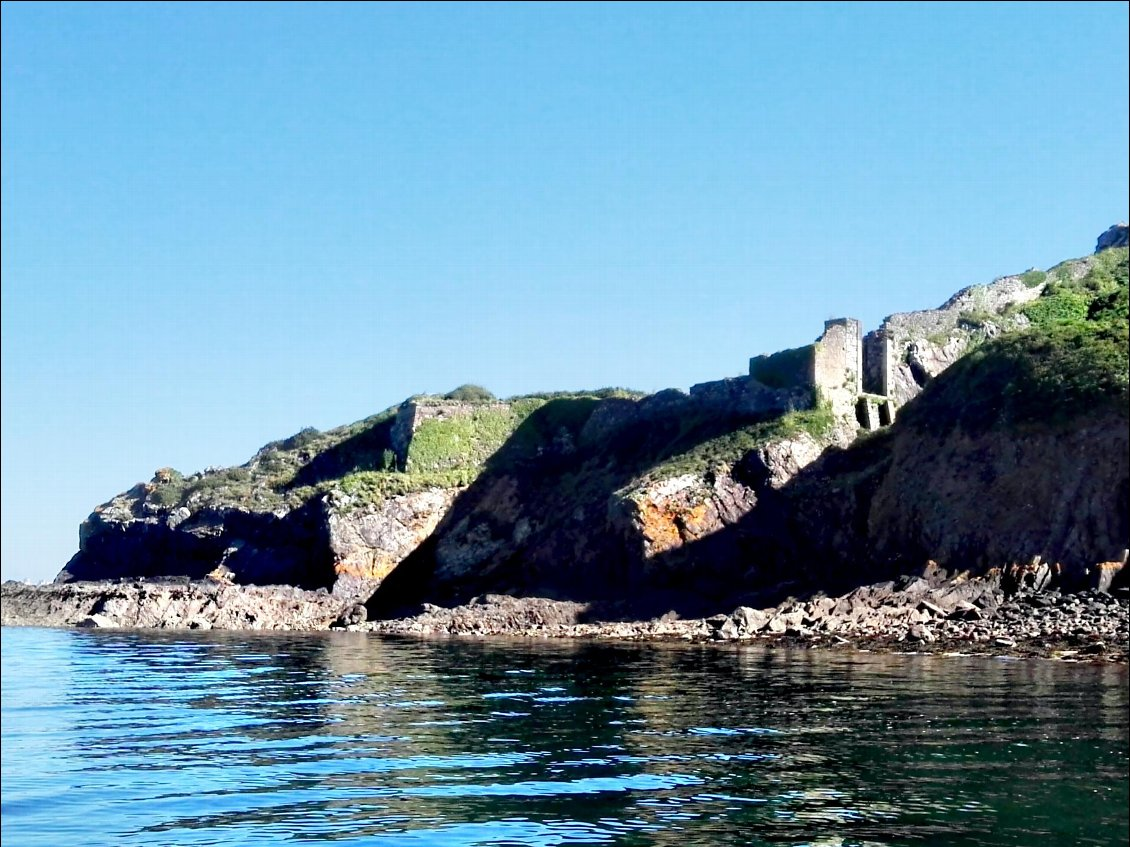 Pointe du Corbeau. Ancien fort