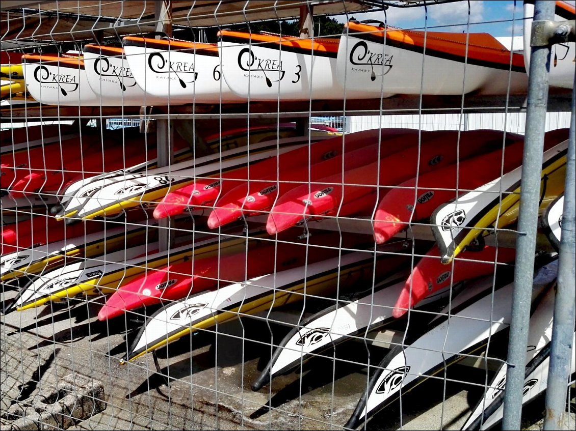 Brest, base nautique, port du Moulin Blanc, kayaks en cage