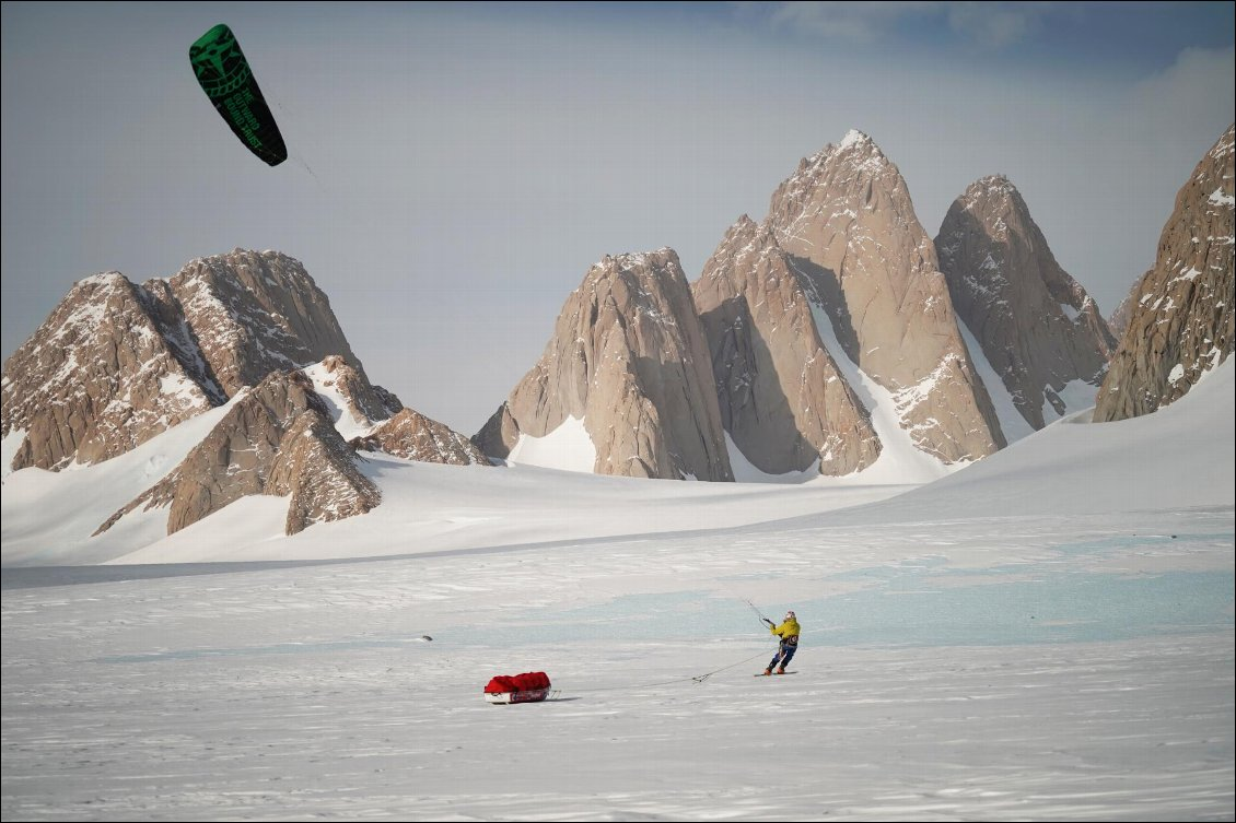 Spectre Expedition, snowkite et escalade en Antarctique Photo : Jean Burgun