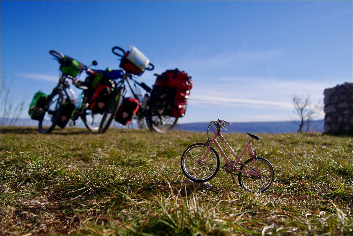 Small world on a bike : cyclo-grimpeurs sans date de retour